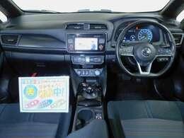 静かで伸びやかな空間。電気自動車の静かなパワートレインに加えて、ボディの随所に遮音・吸音対策を実施。風切り音の発生を極力抑える空力設計などにより、別次元の静粛性を発揮☆