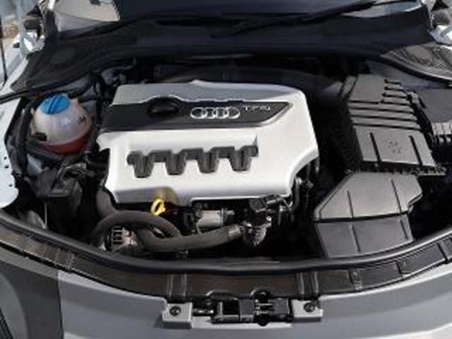 カタログ値 272馬力、トルク350Nm/35.7kgm 燃費や耐久性のためにこれでも控えめなスペックになっています。