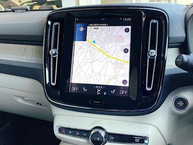 縦型画面は進行方向前方の表示範囲が広く、マップ表示には適した配置で御座います。
