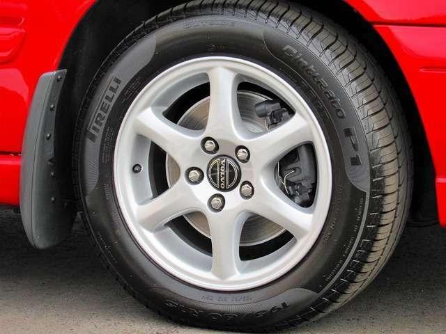 ここはフロントのホイール部となりますが、ブレーキについてもリニューアルを行っております。タイヤと共にニューパーツを組込んでしっかり止まる安全性能を取り戻すことで目でも感じて頂けるリフレッシュ感です。