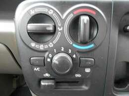 移動時の車内も快適に マニュアルエアコン