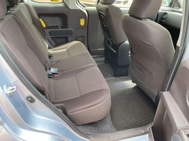 ◆後部座席◆足元も深くシートのクッションも柔らかくロングドライブの疲労を軽減してくれます。