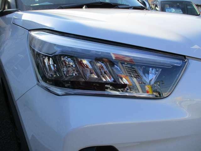 ウィンカーは最先端のLEDシーケンシャルタイプ☆夜間ウィンカー非作動時は白く光り車幅等の役割を果たします。