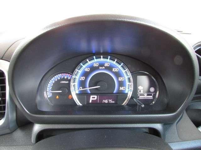 エコドライブをアシストする多機能メーターを採用。エコドライブを照明で知らせてくれる優れものです。
