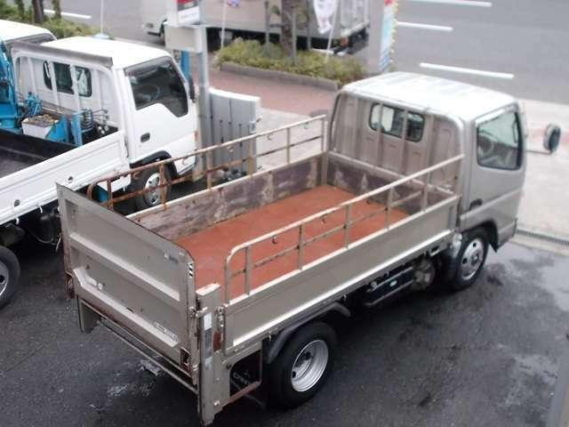 荷台は鉄板張りとなっております。また、荷台の鉄板張りや鳥居加工など当店にて施工承りますので、ご相談下さい。車検証上の車両サイズにつきまして長さ:469cm 幅:169cm 高さ:199cmとなります。