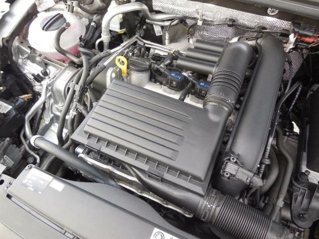 1.4L TSIエンジン。ダイレクトインジェクション(直噴)と水冷式インタークーラー+ターボ(過給)で低回転域からのトルクがあるエンジンで、しかも低燃費を実現。高速道路でも余裕の走りです。