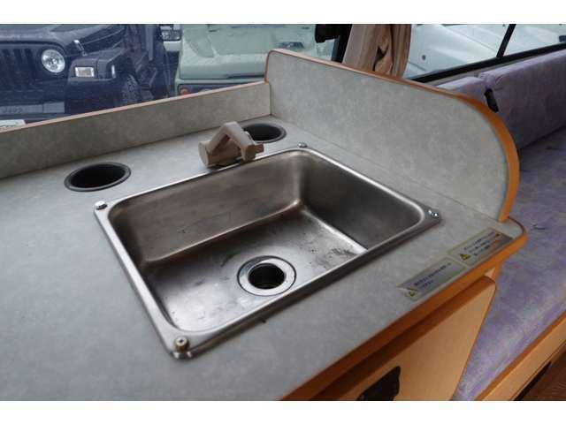 シンクも装備しており洗い物等で使用できます☆