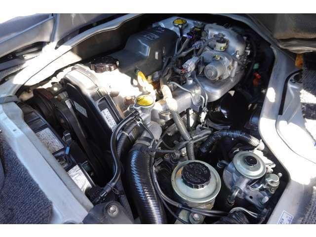 1KZ型3000ccディーゼルターボエンジン搭載!!エンジンルームはとても綺麗でもちろんエンジン好調です♪♪
