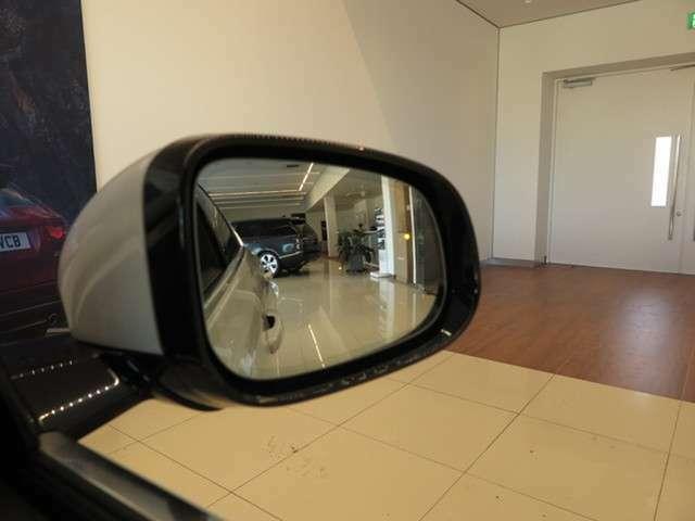自動防眩ドアミラー (電動格納、ヒーター&アプローチライト付)(92,000円)ブラインドスポットモニターも搭載されており、死角の車輛も知らせてくれます。