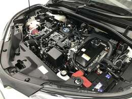 エンジンルーム普段は見えないエンジンルームですが、お手入れが大切な場所ですね。トヨタカローラ名古屋のU-Carはエンジンルームも仕上げております。