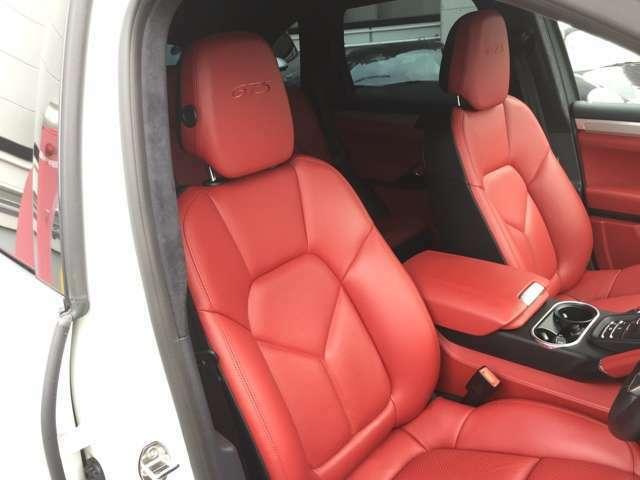 運転席のシート、使用感が少なく、とても綺麗な状態です