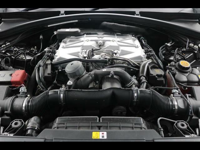 5.0リッターV8スーパーチャージャードガソリンエンジン(550PS)