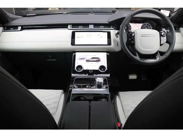 アクティビティキー、キーレスエントリー/エンジンスタート&ストップボタン、メタリックギアノブ、メタルフィニッシュフットペダル