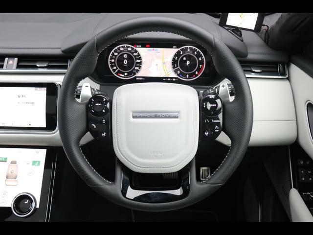 ヘッドアップディスプレイ、ヒーテッドステアリングホイール、電動調整式ステアリングコラム、ドライバーコンディションモニター、ボイスコントロール、前席&後席エアーコンディショニング