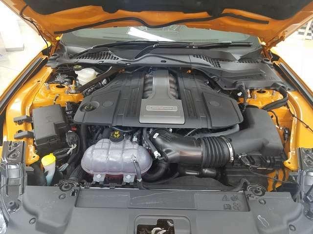 魅力的な5リッターV8エンジン!! パワフルで五感に訴えるこのパワーユニットは毎日のドライブに歓びを与えてくれます。