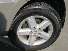 純正色アッシュカーキ 切り替え式4WD 5MT車 タイミングチェーン 大型サンルーフ 撥水荷台 2列目フルフラット CD再生 ETC キーレス フォグランプ 純正16インチアルミ 電動格納ドアミラー ラゲッジマット