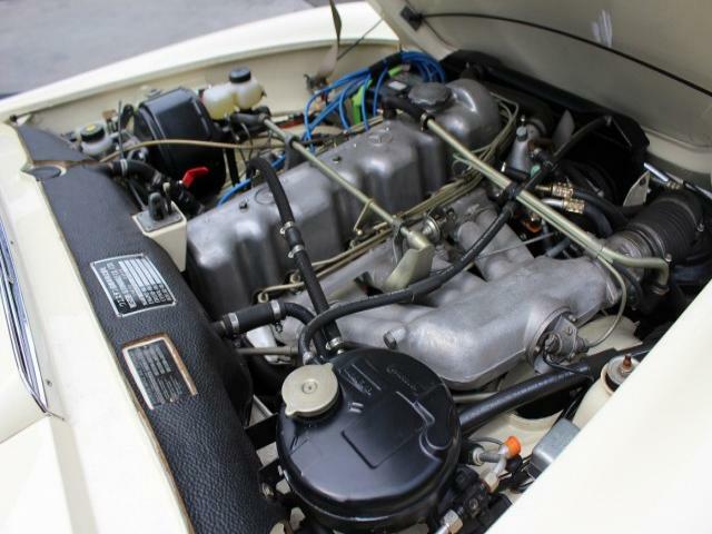 50年前のエンジンのとは思えないよく回るエンジンです。