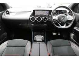人間工学をもとに設計されたメルセデス・ベンツのシートは、柔らか過ぎず長距離のドライブでも疲れにくい構造になっております。車の運転で腰に負担を感じられる方は是非一度お試しください。
