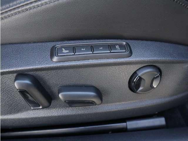 運転席はシートメモリー機能に加えマッサージ機能付きです。