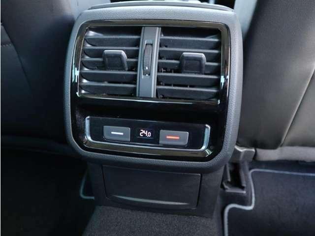 後部座席空間も独立して温度管理が可能です。