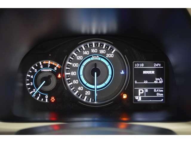 燃費などを多彩な情報でドライブをサポートする3.5インチ大型、マルチインフォメーションディスプレイです