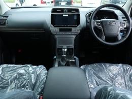 車内は黒で統一されており落ち着いた雰囲気の内装です!