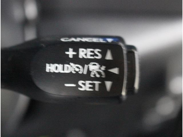一度設定すればアクセルを踏まなくても一定の速度を保ってくれる優れものです。高速道路を利用するときに便利な機能です!