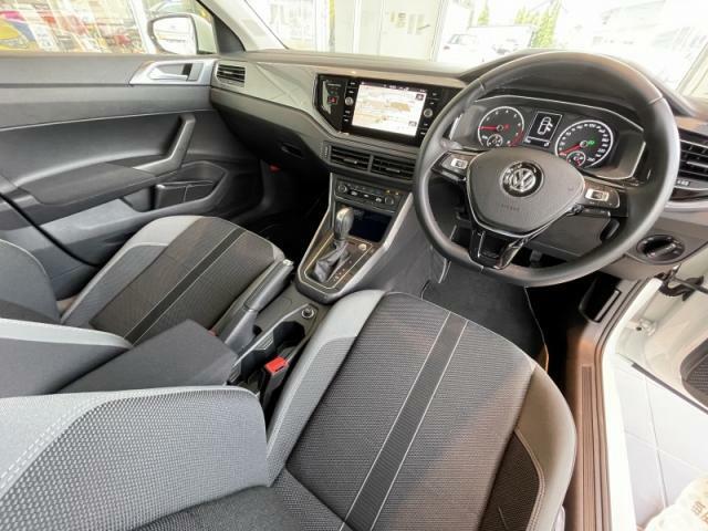 スポーツコンフォートシートが身体をしっかりホールドし、快適にドライブを楽しむことが出来ます