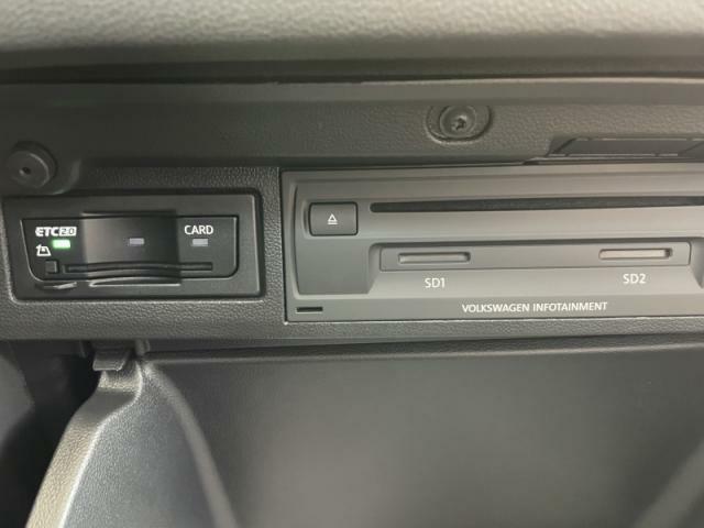 ETC車載器やCDユニットはグローブボックス内にすっきりと格納されています