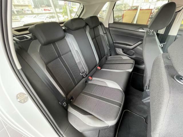 リアシートの造りにも抜かりはなく、人間工学に基づいて設計されたシートは長距離のドライブでも疲れにくくなっています