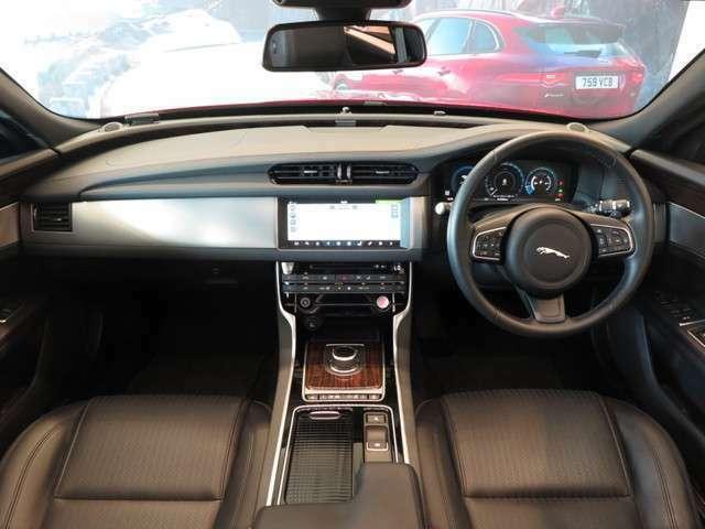 ヒートステアリングホイール(38,000円)「運転中の手を温め、快適なドライブをアシストしてくれます。」