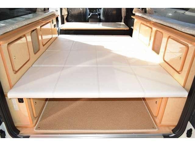ベッドマットは上段または下段に設置可能です!ベッドサイズは183CM×159CMとなっております!