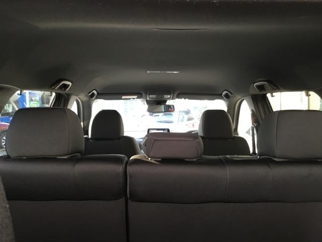 トップシーリングもたいへんキレイです♪安全装備もバッチリ♪Wエアバック、フロントサイドエアバック、カーテンエアバックも標準装備♪後席エアコンも付いてますヨ♪