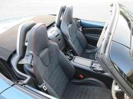 RECARO社製シート!座った瞬間、ドライビングポジションがピタッと決まるホールド性と快適性を兼ね備えたシートです!これからの季節に嬉しいシートヒーター装備!