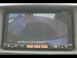 純正7型SDナビに映し出されるバックカメラ画像はフルカラーで後方確認も安心ですね。