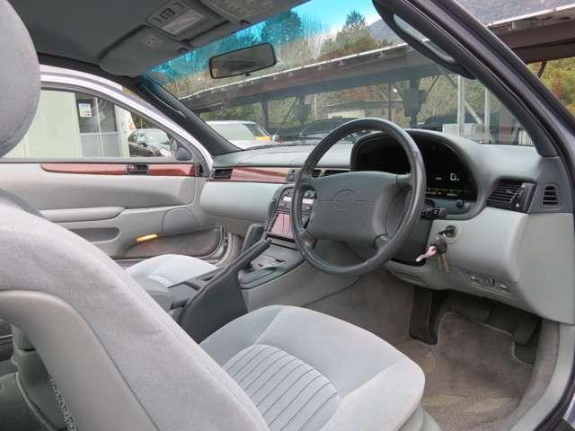走行距離が少ないので当然といえば当然ですが、座席もきれいな状態に保たれております!運転席周りも劣化が少なくきれいなお車です!