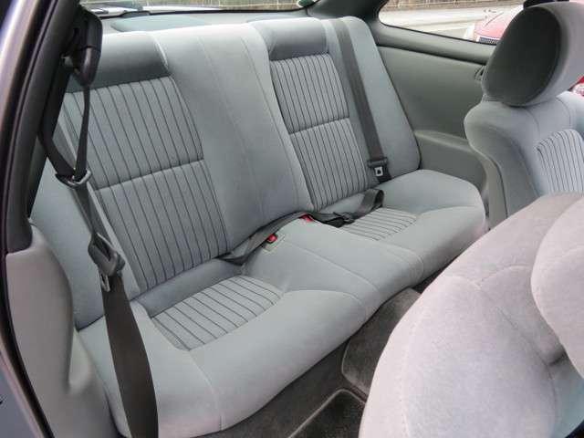 後部座席もピカピカです!気持ちよさそうなシートですね!