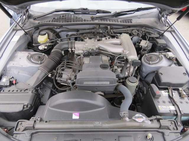3000cc直6エンジンが乗っているのでエンジンルームが大きいです♪