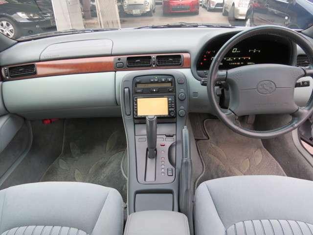 運転席と助手席の足元のスペースが広く快適にお乗りいただけます。