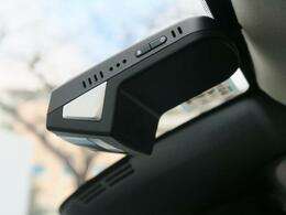 ◆ボルボ純正ドライブレコーダー「ボルボの厳しい安全基準に従って開発されたドライブレコーダーです。純正だから車両にピッタリフィット。万が一のトラブル処理の対応はもちろん。安全運転意識の向上に繋がります」