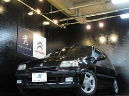 サイズは3710×1650×1375mm!もちろん5ナンバー!90年にフランスでデビューした、ルノー5の後継車となるフレンチ・コンパクト!