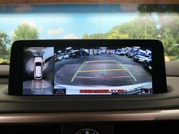 アドバンスドパッケージ特別装備の、パノラミックビューモニターを搭載☆前後左右に取り付けられた、4つのカメラから取り込んだ映像を継ぎ目なく合成。上から車両を見下ろしたような映像を表示します!