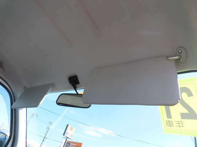 サンバイザーです!!運転席側にはチケットホルダーも付いていますよ!!