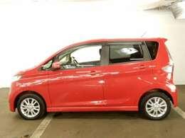 後席プライバシーガラス仕様! 後方車両からは車内が見えにくい設計です。