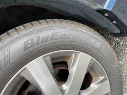 タイヤはヨコハマブルーアース 山あります。