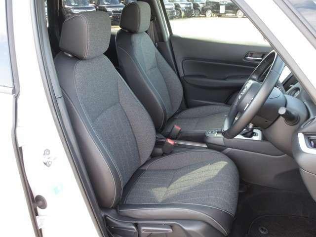 座り心地の良い運転席・助手席です。長時間のドライブ疲れの軽減に貢献します。どうぞ快適なドライブをお楽しみください♪