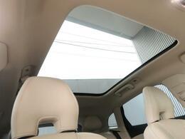 ◆ガラスムーンルーフを装備します。放感溢れる素敵なドライブを存分にお楽しみいただけます!