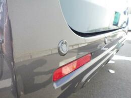 ちょっとぶつけてしまう、ということが多いリヤバンパー。リヤバンパーのセンサーでバック駐車時の衝突被害を軽減!「後退時ブレーキサポート」付き車両です♪