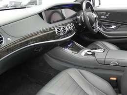 ブラックを基調とした車内にブラックハイグロスブラックポプラインテリアトリムを採用!メルセデス特有の高級感を存分に堪能して頂けるインテリアになります!車内を彩るマルチカラーアンビエントライトも魅力です!