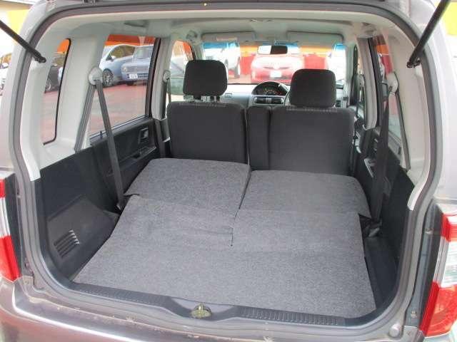 リアシートをアレンジすれば更に広々スペースに!大き目の荷物にも対応できます。